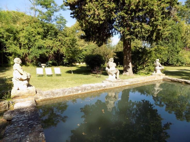 Chateau de Roussan garden